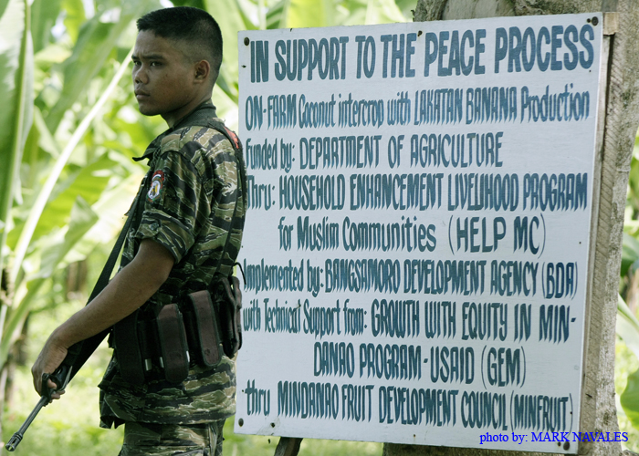 A young Moro stands in front of a sign board in support to the peace process. Source: Mark Navales' flickr photostream, used under a creative commons license.